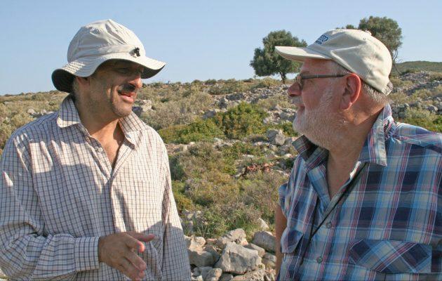 2018- Ο Καθηγητές Γεώργιος Αποστολόπουλος και Peter Styles συζητούν ερευνητικά θέματα