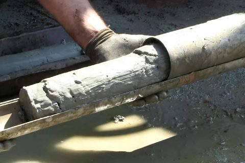 A sediment core emerges from the cutting tube.